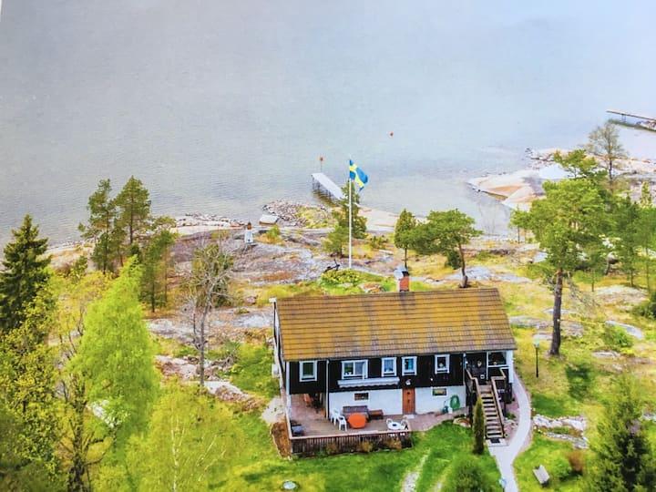 Strandtomt i Stenskär