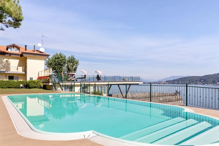 Residence located on the shores of Lake Maggiore.