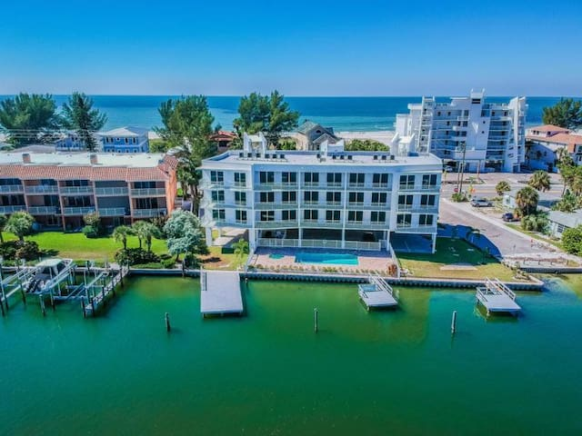 STEPS TO THE BEACH! DESIGN BAY FRONT 2BR, POOL