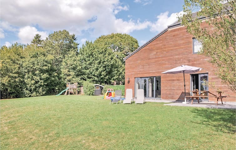 Semi-Detached with 4 bedrooms on 146m² in Durbuy