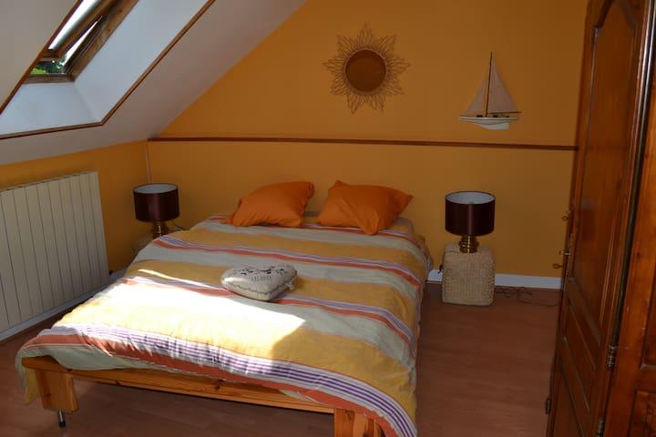 chambre jaune maison picarde