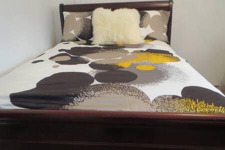 Guest House 1 Bedroom Charmer, PERFECT LOCATION! - 洛杉矶 - 独立屋