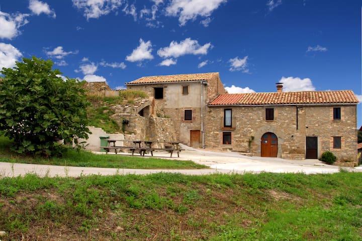 Masia Montbrú, casa sencera