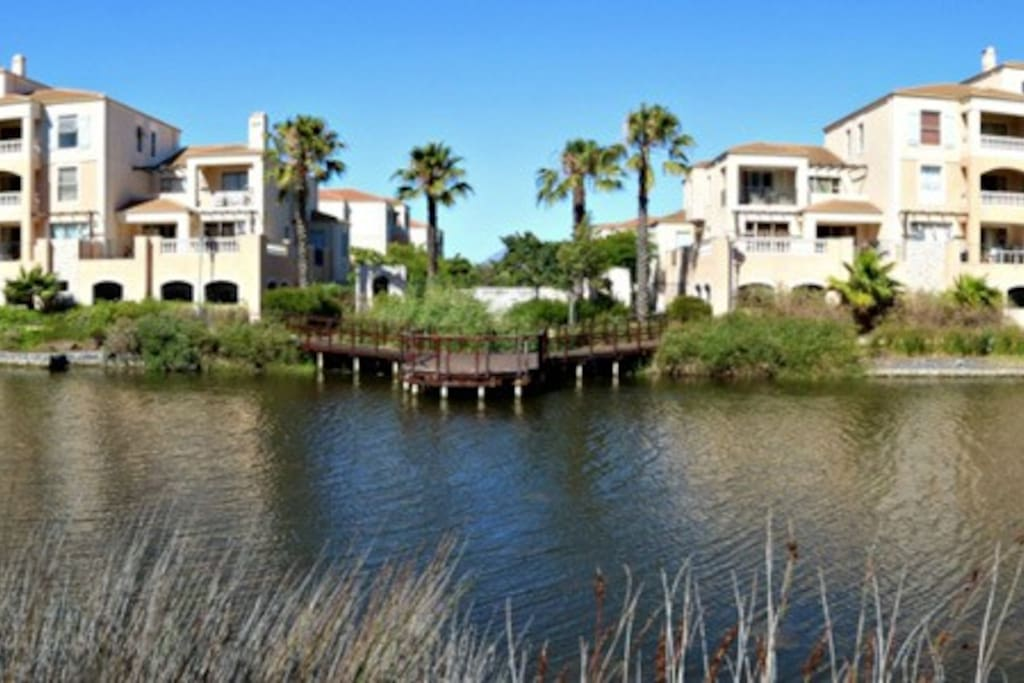 Guests have access to estate Jetty