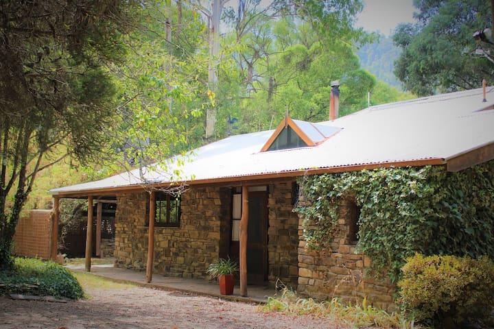 Riverstone Cottage - pet friendly