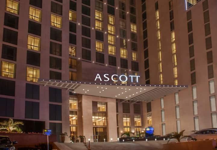 spacious 20th floor 2bedroom condo + city views