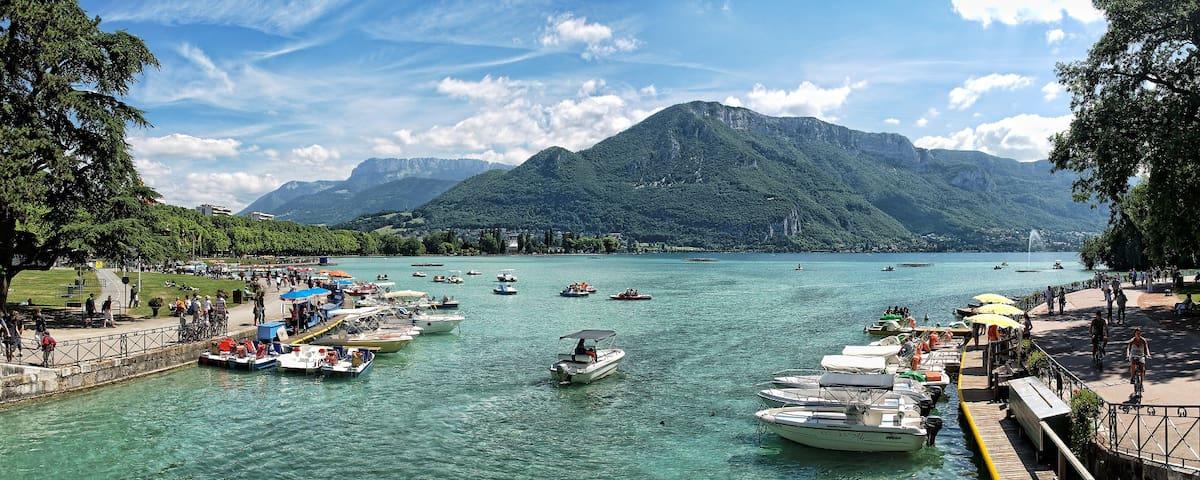 F2 coeur de ville 50m du lac Jacuzzi/Balnéo