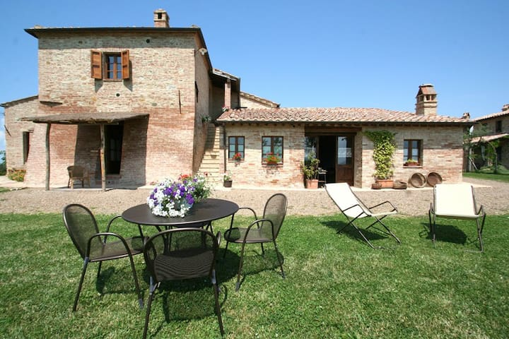 APARTMENT IN THE TUSCANY COUNTRYSIDE NEAR SIENA