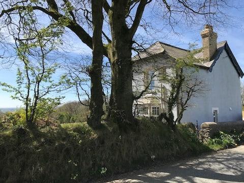 Charming Victorian cottage near Cardigan Bay