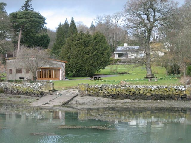 Enchanting Bohemian Style Studio by the Water. - Menai Bridge - Huis