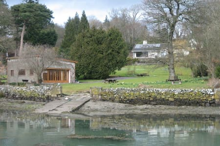 Enchanting Bohemian Style Studio by the Water. - Menai Bridge