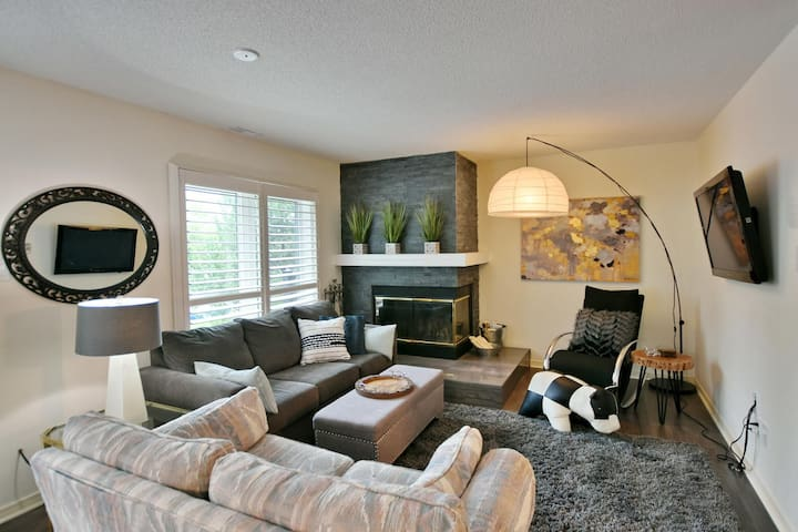 Lighthouse Point 3 Bdrm 2 Storey Condo INDOOR POOL