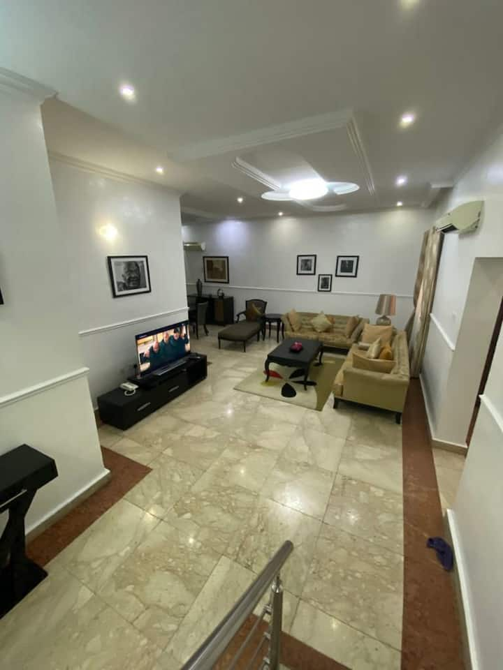Luxurious 4 Bedroom House VI - Pool/Gym/Netflix/Wi