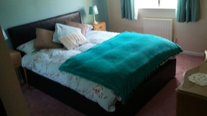 Double room in Family Town House - Thakeham