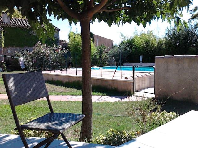 Studio avec piscine en Provence, adapté PMR