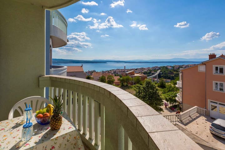 apartment for 2 persons in Crikvenica R97094