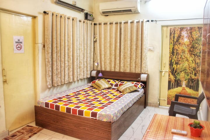 Cozy AC Private Room in the heart of Lucknow