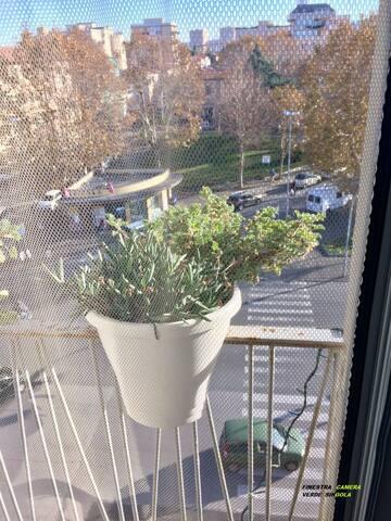 finestra con affaccio sulla piazza