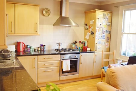 Warm and calm flat in trendy area - entire place - Greater London