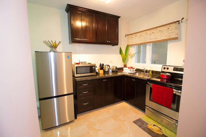 Business Rated Kingston Luxury Apartment