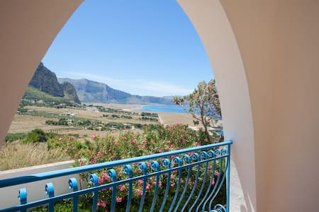 ***Suite della luna*** with Jacuzzi and sea view - Macari
