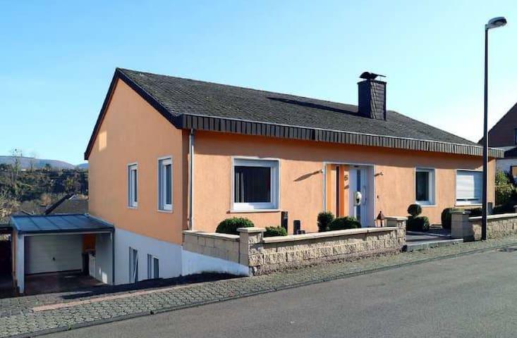 Gemütliche 90 qm Wohnung, Garten mit Aussicht