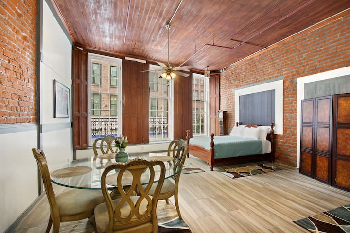 Downtown New Orleans Balcony Loft 2 Min Walk to FQ