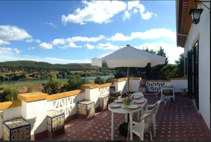 Apartment with 2 bedrooms in Praia do Ribatejo, with wonderful lake view, enclosed garden and WiFi - 200 m from the beach
