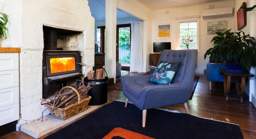 Cute two bedroom house short walk to Leura Mall
