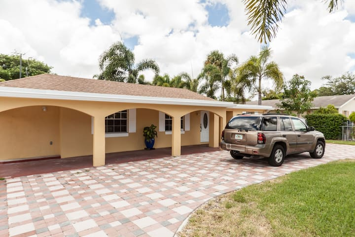 The Cool Sober Guest House - Lake Worth - Bed & Breakfast