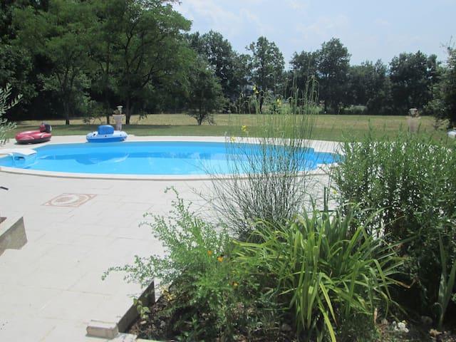 Ch mansardée - wc - sdb - piscine - Bergerac