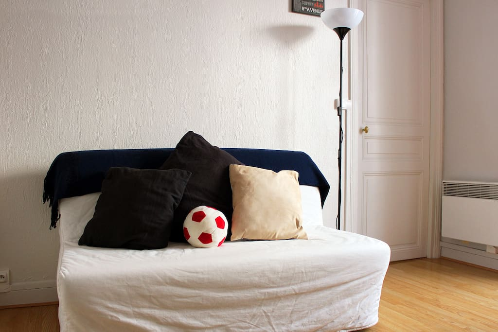 Comfortable couch that can be set up as a double size bed