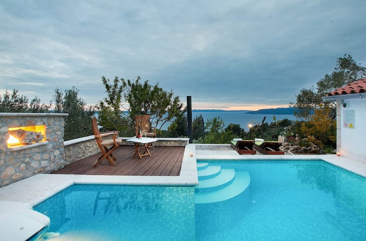 Beautiful Villa Keti, in Dalmatia, with a Pool