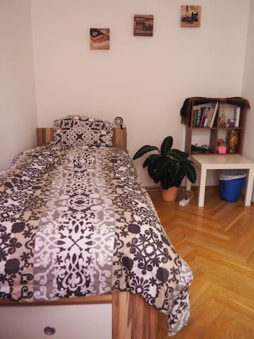 Single room near Danube, for women only - Vienna - Lejlighed
