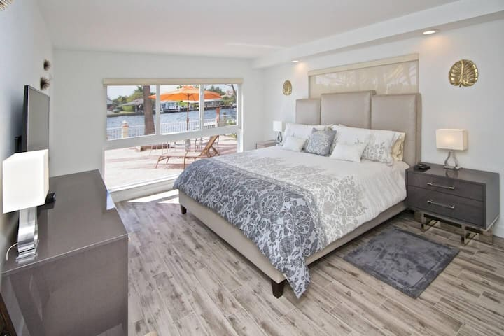 Master suite with king bed, memory foam mattress and en suite bathroom