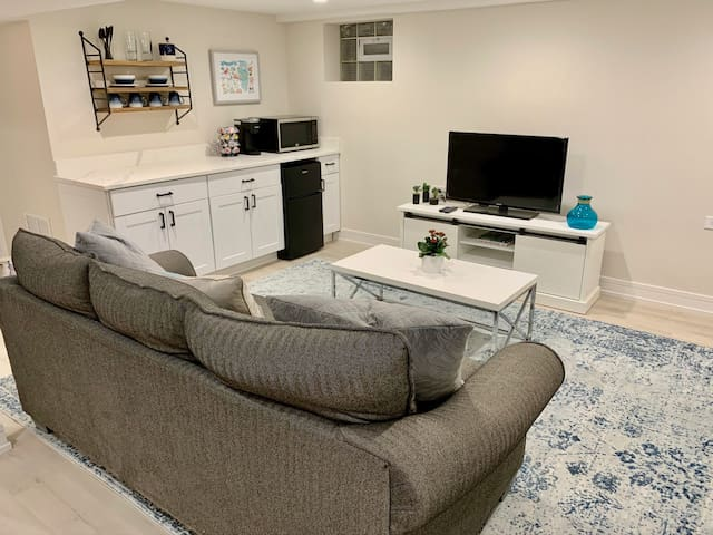 Modern Edison Park Home - Easy Access to Downtown