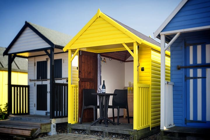 136 The Beach Hut * No bed and no Overnight Stays*