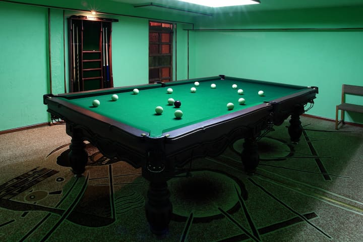Billiards (Game room)