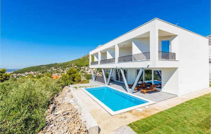 Awesome home in Klis with Outdoor swimming pool, WiFi and 4 Bedrooms