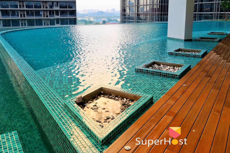 KL Gateway Premium Residences Big Outdoor Swimming Pool