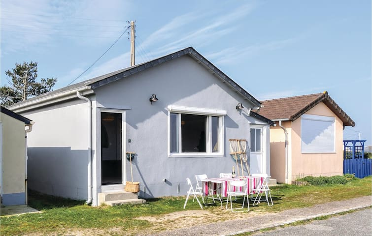 Holiday cottage with 2 bedrooms on 65m² in Quinéville
