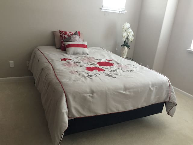 Great and convenient location! - Fairfield - House