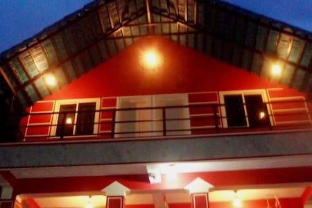 ECONOMY CLASS-A FAMILY HOMESTAY - Madikeri - House