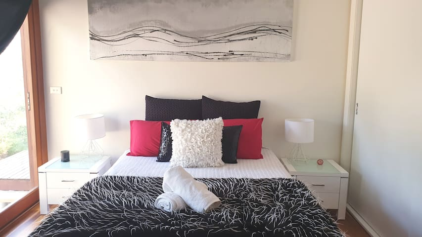 Designer Room - Lake Macquarie -self isolate.