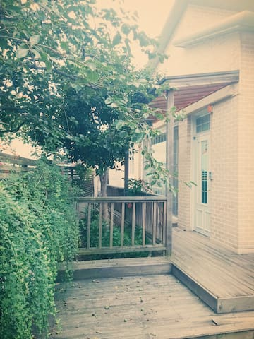 HOUSE of CAMELLIA  도시민박업등록으로 외국인만 등록가능합니다. - Gwangju - Hus