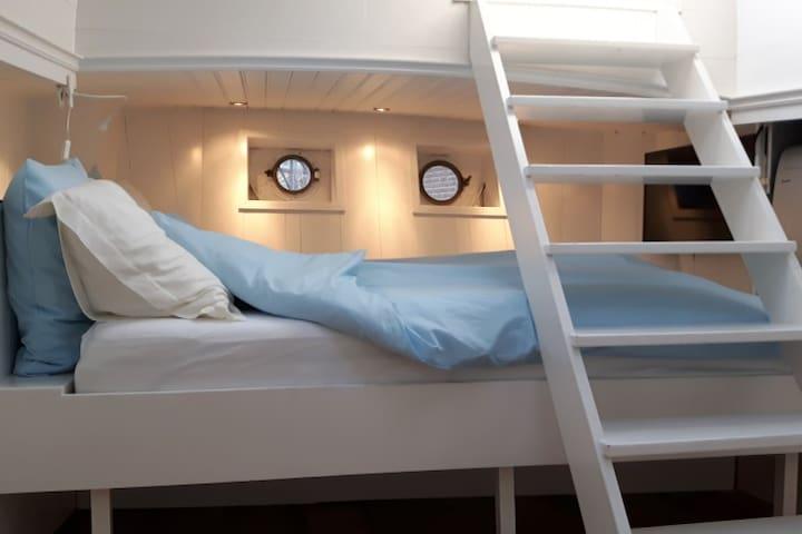 Cozy Houseboat Amsterdam
