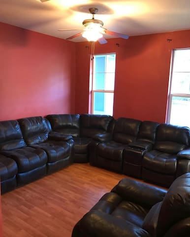 Comfortable private room,kitchen,laundry,parking