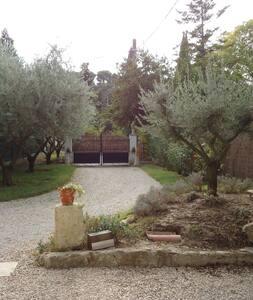 GITE LES OLIVIERS - LA ROQUE D'ANTHERON - La Roque-d'Anthéron - Lejlighed