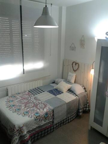 Bonita habitación en dúplex - Zaragoza