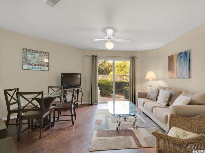 Great 1 Bedroom Ground Floor Condo Across the Street from Beach